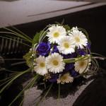 Brautstrauß blau Auto